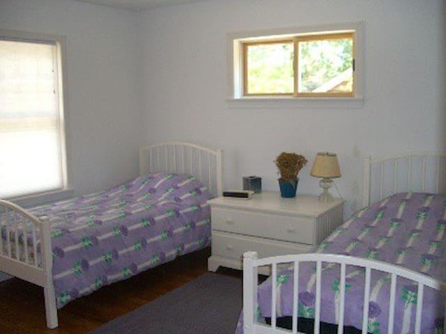 Comfortable rooms in quiet newly built house - Bridgehampton - Huis