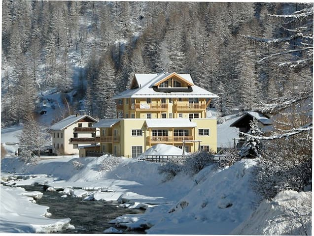 Two-bed (sleeps 6) ski apartment in the Tyrol - Soelden