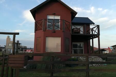 Hermosa casa a metros del mar