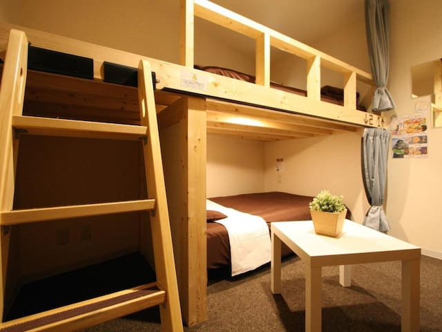 [Free breakfast]Close to Nanba , Umeda ,USJ ! Private room with bunk beds