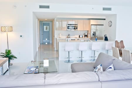Lujoso Apartamento Nuevo 3/3, BeachWalk Club - Hallandale Beach - Flat