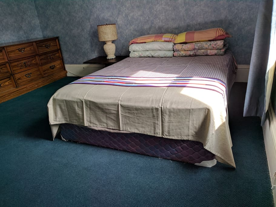 The guest room 2