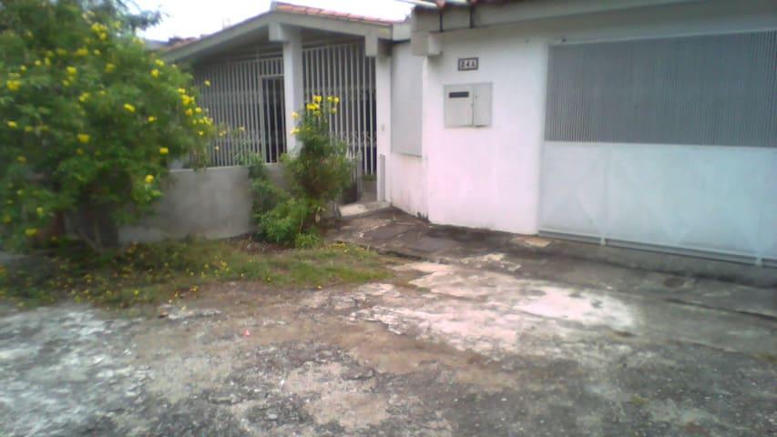Alquilo casa amlia, muy comoda en San Felipe, Yar.