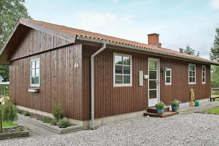 Vintage Holiday Home in Grenaa Jutland with Roofed Terrace