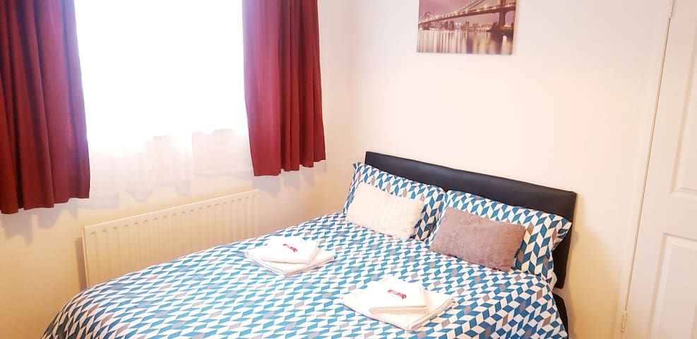 5 Star Double BR | Airport, City Centre, DCU