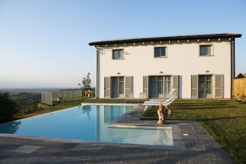 Casa di Gallo, beautiful Villa in Castel Boglione