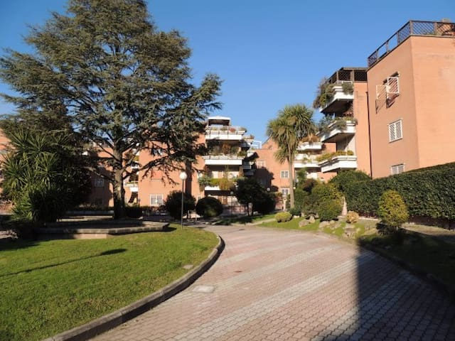 Apartment green area,pool,close to Eur district