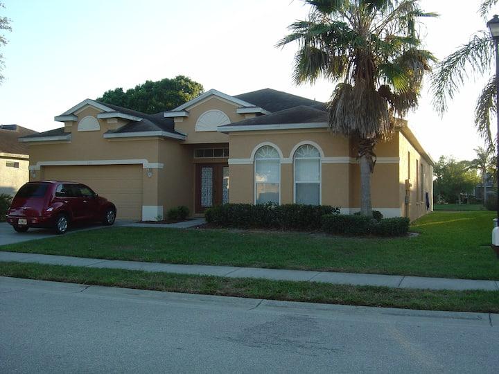 Gulf Coast Large 4 bedroom lakeside villa