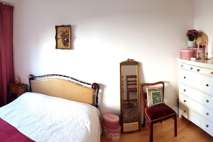 Gemütliches Zimmer in Appartement für Katzen-Fans