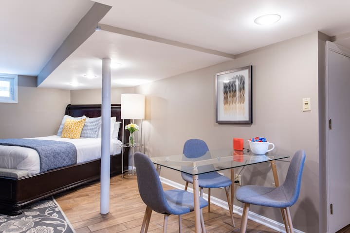 Modern furniture, excellent lighting, fresh flowers, snacks and even a Bose Bluetooth speaker for your enjoyment. Private laundry access available upon request.