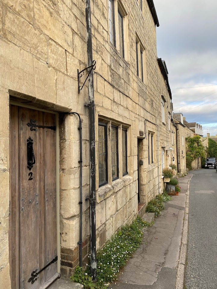 Cosy Cotswold Cottage in the heart of Painswick.
