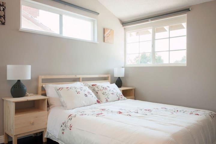 Queen bedroom close to Disney & Convention center - Garden Grove - Casa