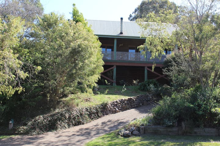 ★Dog friendly★5 min drive to beaches★Airy cottage