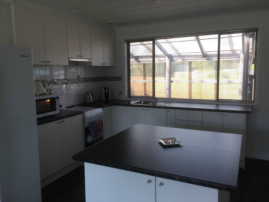 Huge bright kitchen, plenty of space