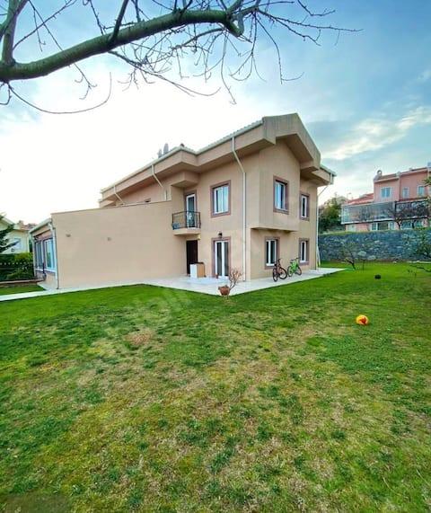 800 m2 Entire Villa close to Beaches of İstanbul