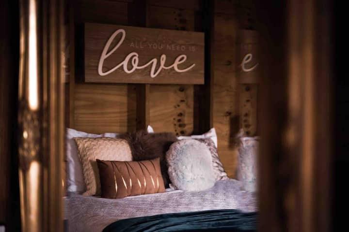 Buena Vibra Log Cabin