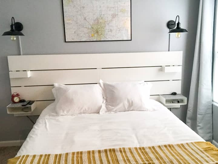 Private Room Queen Bed Near I65 20 mins from Indy