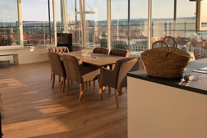 Schönes Penthouse über den Dächern von Hildesheim