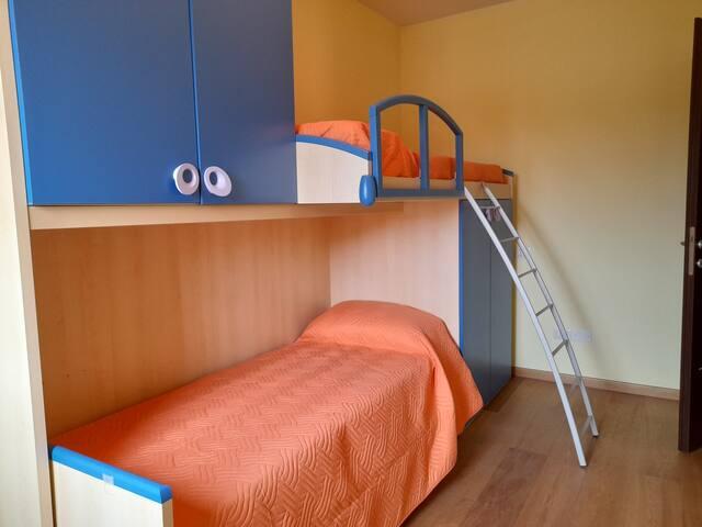 Single bedroom  (bunk bed)