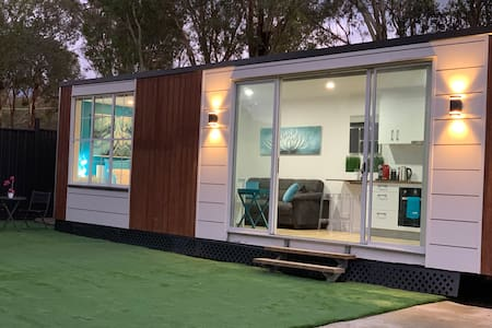 Tiny House in Belconnen❤️ 1BR✅Wine✅Eco living✅WiFi✅