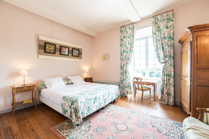 Double or Twin-Comfort-Ensuite with Shower-Countryside view-Chambre Fleurs