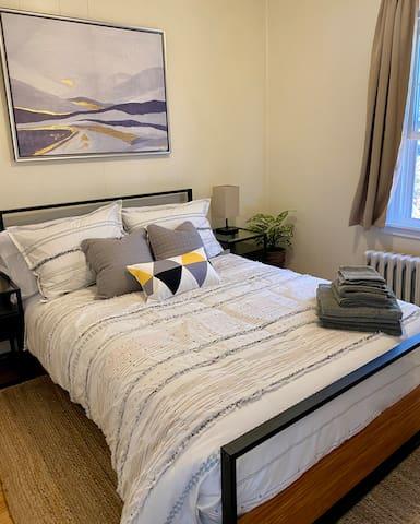 Full bed, garment rack,  foldable luggage rack