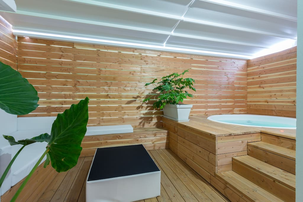 Loft avec jacuzzi sur terrasse privative lofts for rent for Terrasse english