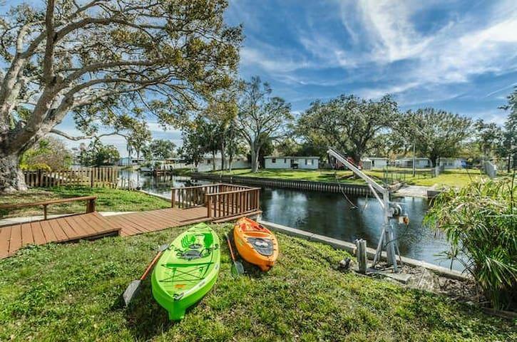 Lake Seminole WATERFRONT Entire House, Kayaks Inc.