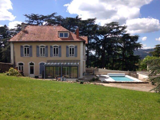 Chambre dans propriété avec piscine - Chateauneuf - House