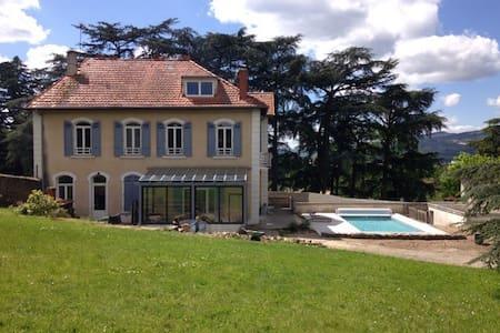 Chambre dans propriété avec piscine - Chateauneuf