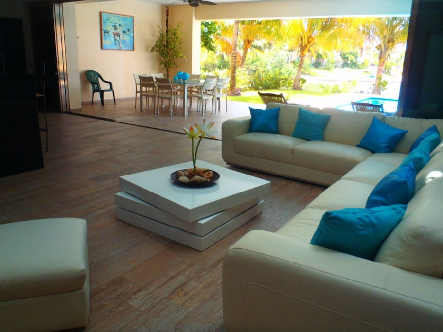 LIVING ROOM AND DIRECT ACCES TO THE TERRACE