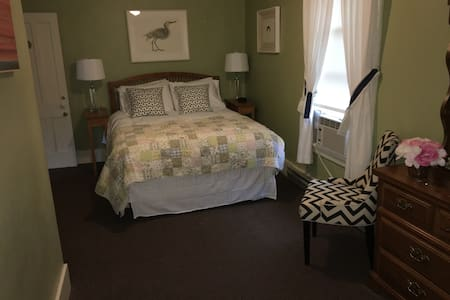 Lovely Room for two in historic B&B - Cooperstown