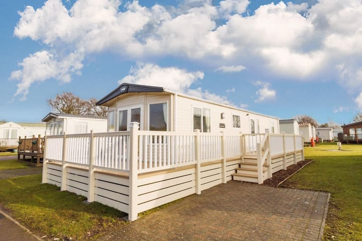 6 berth luxury caravan to hire in lovely Carlton Meres Holiday Park ref 60013