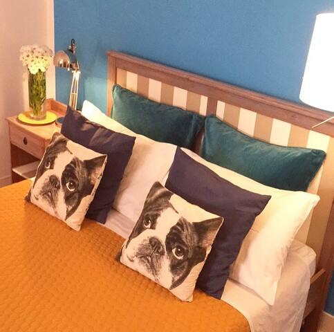 Charming room in LAPA - Lisbon