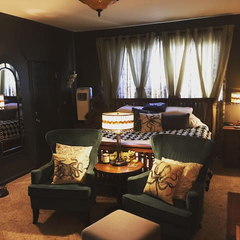 Luxury Bedroom Suite - Tacoma
