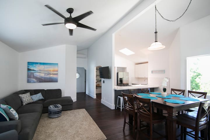 🌺Happy Hauula Home with A/C, block from the beach