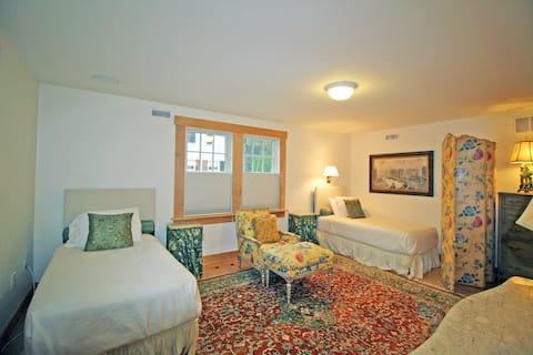 Edgartown Village, private bedroom