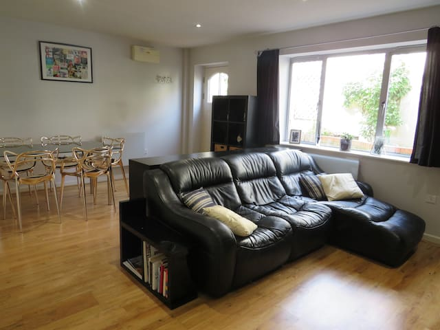 Modern garden flat in the center of St Albans