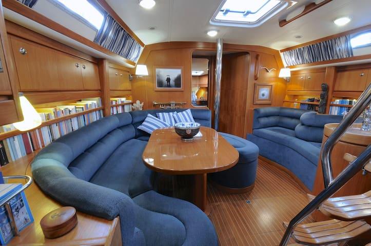Boat&B dal navigatore solitario dir.d'orchestra - Naples - Bateau