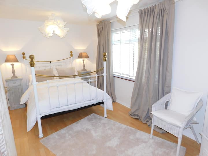 Lawn Lodge, Sonning Common, 10 mins from Henley