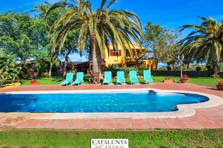 Incredible villa in La Selva for 14 guests, 11km from the beach! - Costa Dorada - Casa de camp