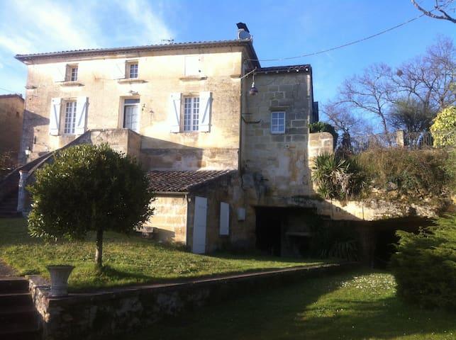 grande maison tranquille avec parc et piscine - Saint-Germain-du-Puch