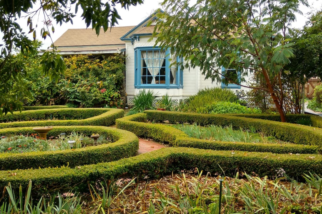 The victorian garden room houses for rent in lompoc for Victorian garden room