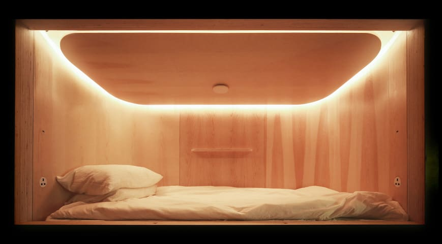 SLEEEP 5pm-11am Capsule Hotel in Sheung Wan