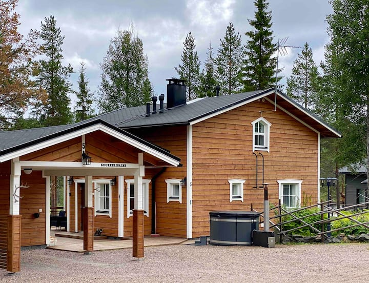 Cottage with wood fired hot tub, 6/8 persons