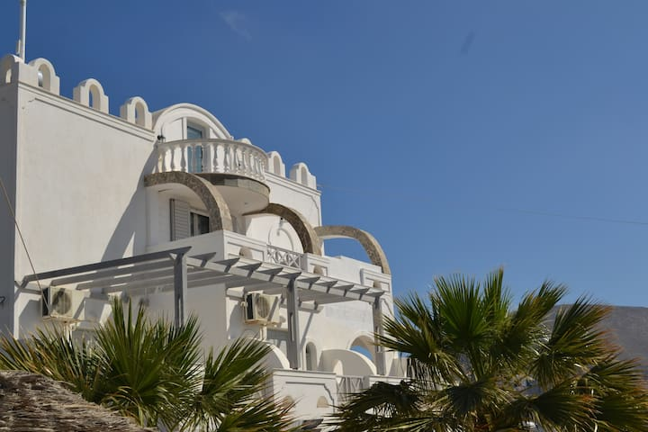 3-Bedroom Apartment for 7 and Hot-Tub with Seaview - Santorini - Apartamento