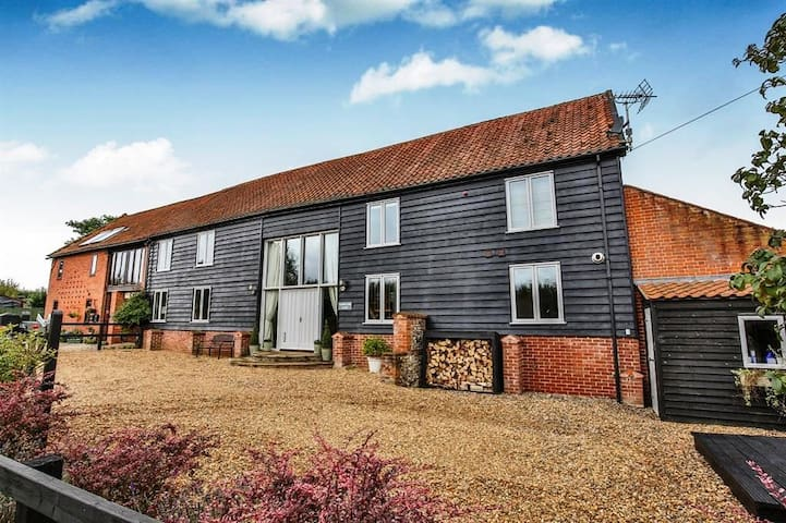 Stunning barn conversion in central Norfolk - Beetley - Hus