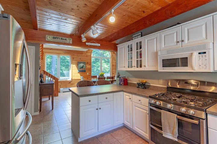 Full kitchen with double oven, fridge and microwave