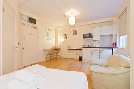 Studio 10 - Cosy City Centre Base - Dublin - Apartment