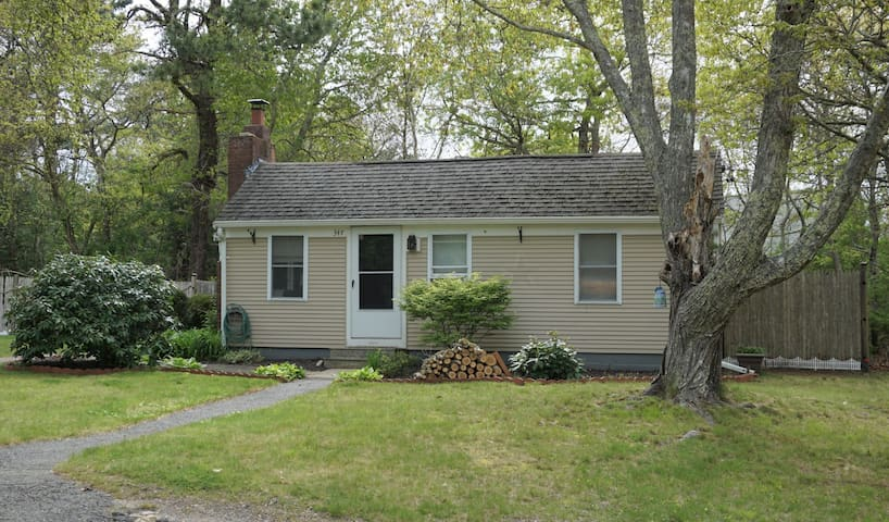 Conveniently Located Hyannis Cottage